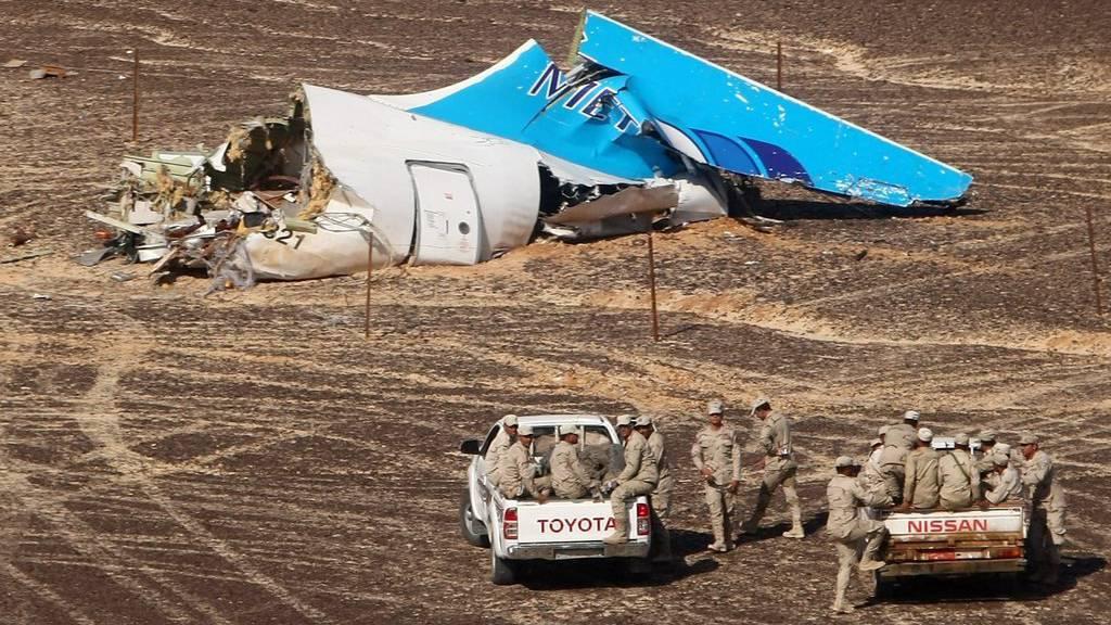 Das zerstörte Flugzeugheck nach dem Absturz auf der Sinai-Halbinsel. Bild: EPA