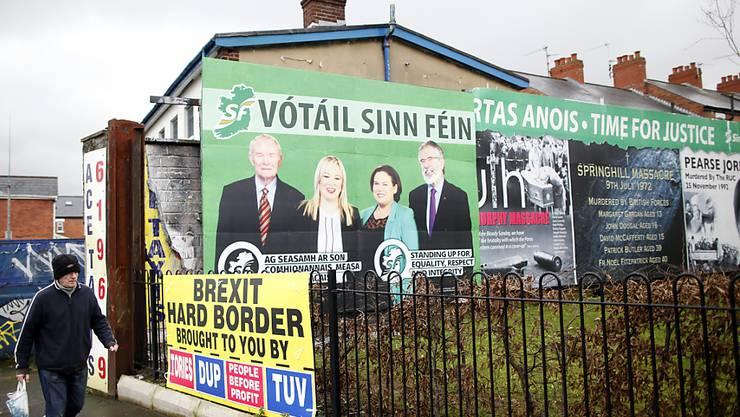 Wahlplakate der pro-irischen Sinn Féin Partei in West-Belfast.