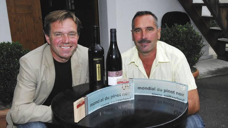 Die Zurzibieter Winzer Andreas Meier (links) und Meinrad Keller wissen, wie man Spitzenweine herstellt.