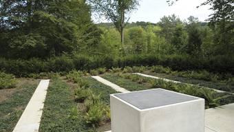 Der neue Platz auf dem Friedhof Hörnli mit dem Urnenaltar