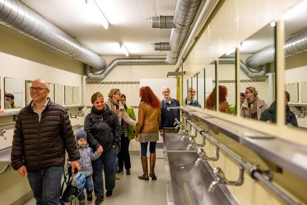 Die Zivilschutzanlage Wiemel soll künftig der Unterbringung von Asylsuchenden dienen. Die Bevölkerung nahm am Mittwochabend einen Augenschein.
