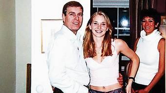 London 2001: Prinz Andrew mit der 17-jährigen Virginia Roberts, rechts Ghislaine Maxwell.