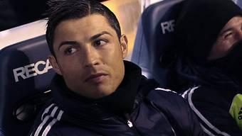 Cristiano Ronaldo verfolgte den Anfang der Partie von der Banka aus