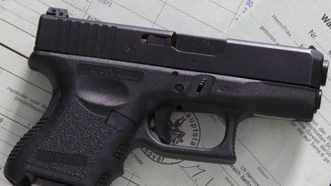 Mit einer solchen Waffe - im Bild eine Pistole Glock 26 mit Kaliber 9mm - schoss eine unbekannte Person in Götzis in die Luft.