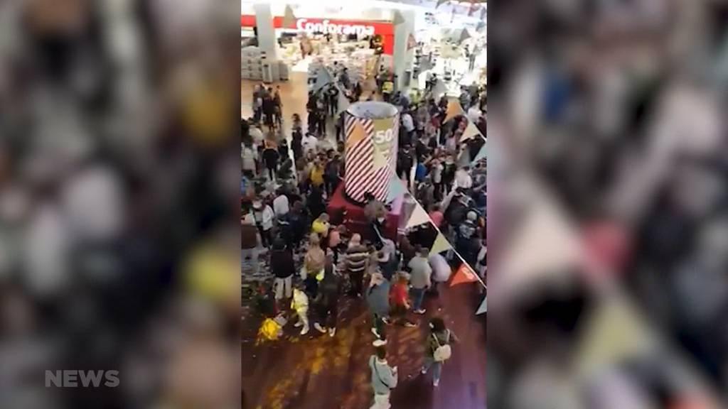 50 Jahre Shoppi Tivoli: Trotz Corona kommt es zu einer Menschenansammlung
