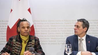Patricia Danzi am 13. Dezember 2019 mit Aussenminister Ignazio Cassis.