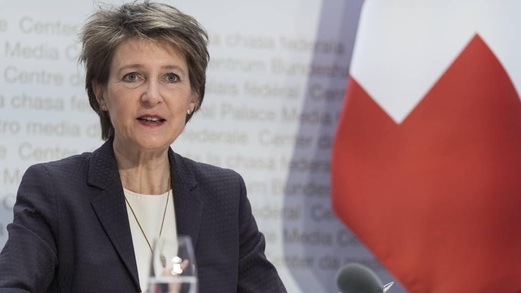 Bundespräsidentin Sommaruga am Freitag vor den Medien in Bern.