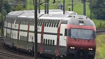 Die 35 Kompositionen der IC2000-Flotte erhalten eine Verjüngungskur. Danach sollen sie wieder für rund 20 Jahre fit und verkehrstauglich sein. (Archivbild)
