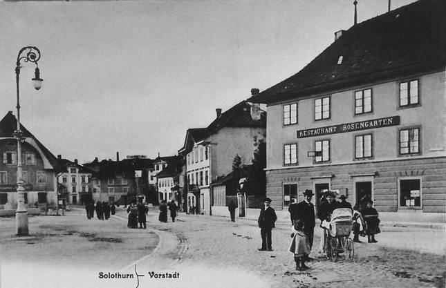 Das Restaurant Rosengarten mit dem Konzertgarten (l.) 1915 zu einer Zeit, als die Vorstadt noch autofrei war.