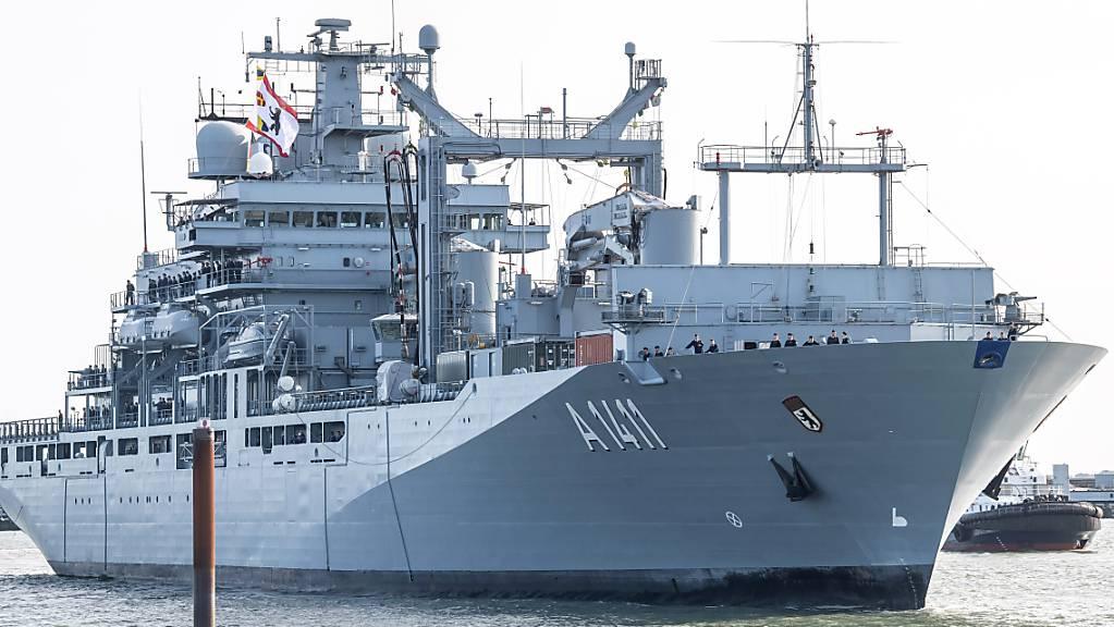 ARCHIV - An Bord der «Berlin», die Ende der Woche zwecks Embargokontrolle ausläuft, werden etwa 220 Soldatinnen und Soldaten sein. Foto: Sina Schuldt/dpa