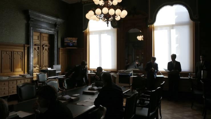 Wer darf künftig unter welchen Voraussetzungen ins Bundeshaus? Der neu zusammengesetzte Nationalrat möchte etwas Licht ins Lobbyisten-Dunkel bringen. (Archivbild)