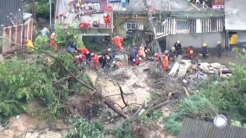 Jahrhundert-Regenfälle: Mindestens 30 Tote bei Überschwemmungen