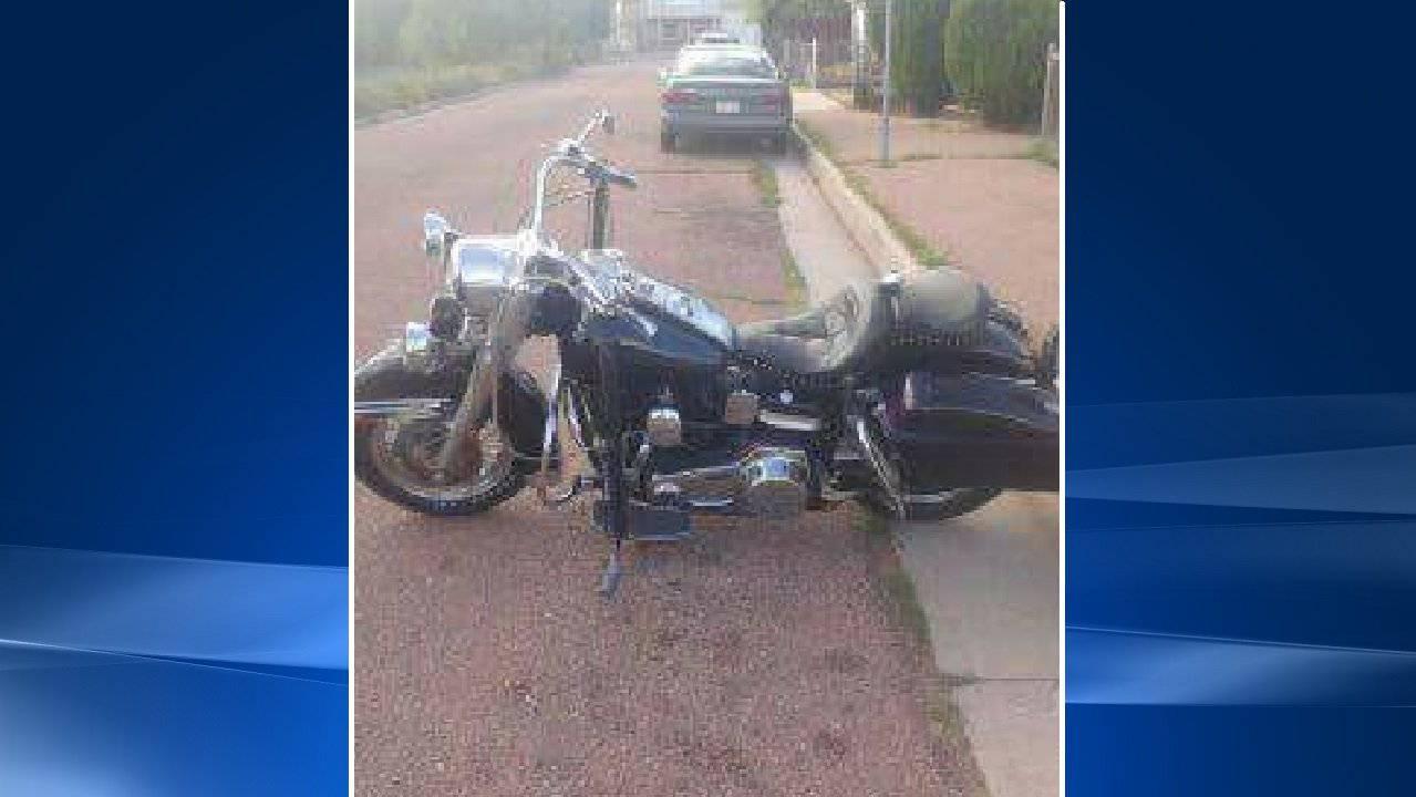 Dieses Motorrad - mit Asche - wurde gestohlen.