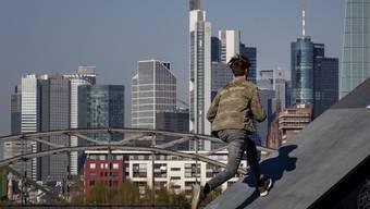 Deutschlands Reiche sollen dem Land aus der Krise helfen. Im Hintergrund: der Bankendistrikt in Frankfurt am Main. (Bild: Keystone)