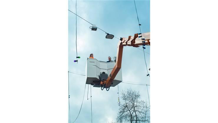 Pascal Hatt (l.) und Christian Häfeli arbeiten in der Luft.