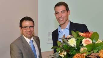 Matthias Jauslin (l.) nimmt Thierry Burkarts Gratulation entgegen.