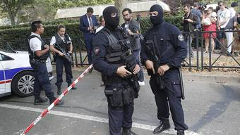 Nach einer tödlichen Messerattacke in Trappes hat die französische Polizei den Tatort grossräumig abgesperrt.