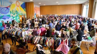 Das Zwinglihaus wird zweimal im Jahr zum Kleidergeschäft - seit nunmehr 45 Jahren.