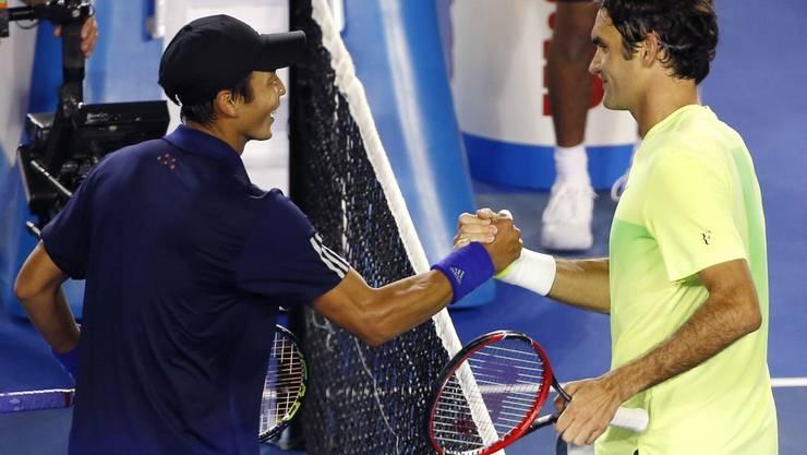 Federer gewinnt in drei Sätzen
