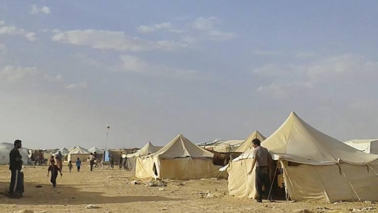 Das Flüchtlingslager Rakban an der syrisch-jordanischen Grenze ist Ziel eines Selbstmordanschlags geworden. (Archivbild)