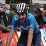 Völlig ausgepumpt erreicht der Spanier Marc Soler das Ziel der 2. Vuelta-Etappe als Erster
