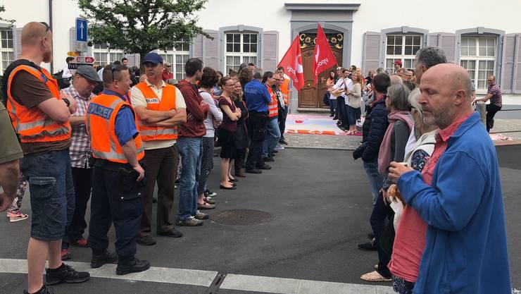 Das Kantonspersonal protestiert gegen Rentenkürzungen. Aber auch für eine faire steuerliche Behandlung von Wohnkosten wird gekämpft.