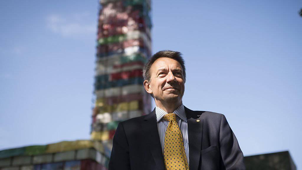 Peter Maurer, Präsident des Internationalen Komitees vom Roten Kreuz (IKRK), eröffnet in Heiden auf dem Dunant-Platz eine Kunstaktion.