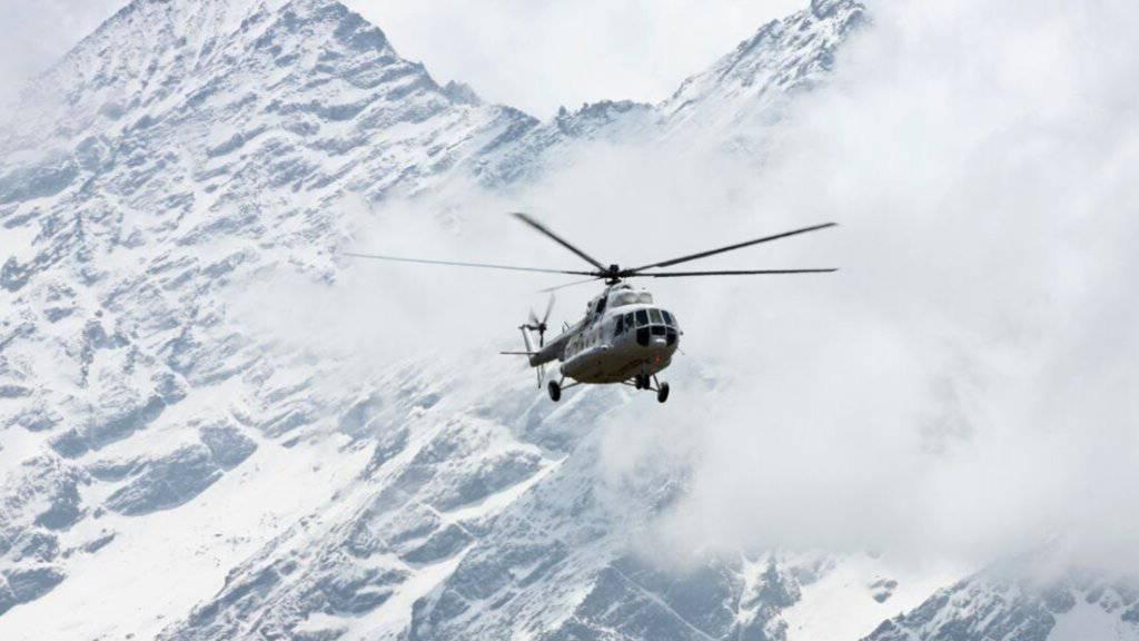 Ein russischer MI-17-Helikopter bei einem Einsatz am Mount Everest. Ein typengleicher Militärhelikopter wird in Venezuela vermisst. (Archivbild)