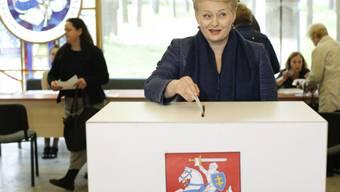 Amtsinhaberin Dalia Grybauskaite stimmt an der Urne ab
