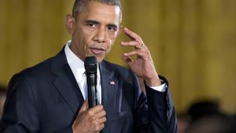 Präsident Barack Obama am Donnerstag bei seiner Rede vor 130 College-Abgängern, von denen wohl viele besser rappen als er.