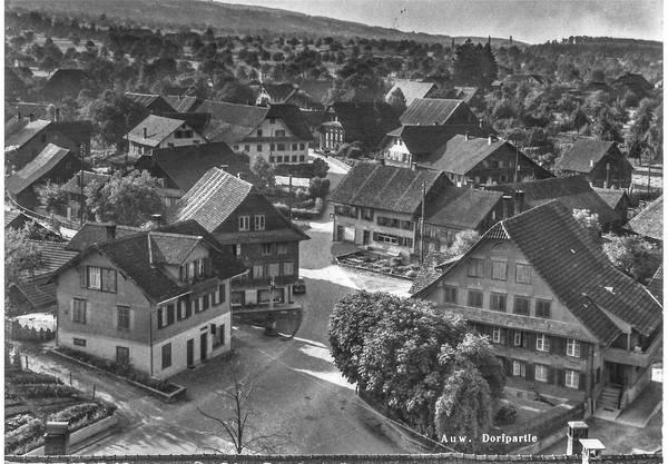 Diese Postkarte aus Auw ging im November 1961 an Olivia Minini in Neuhausen. Ein Absender oder eine Absenderin ist nicht entzifferbar.