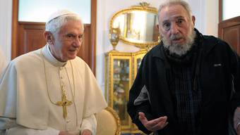 Der Papst (l) trifft Revolutionsführer Fidel Castro
