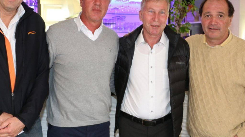 Übernimmt in Aarau: Marco Schällibaum (Zweiter von links)