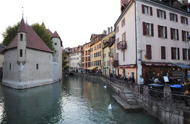 Die Sprache lernt man auch in den Bistrots von Annecy.