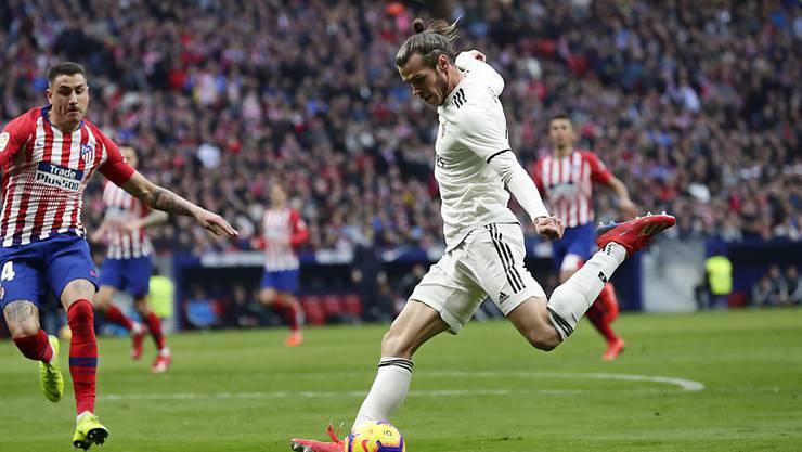 Gareth Bale setzt nach seiner Einwechslung zum Schuss an, der das 3:1 bedeutet