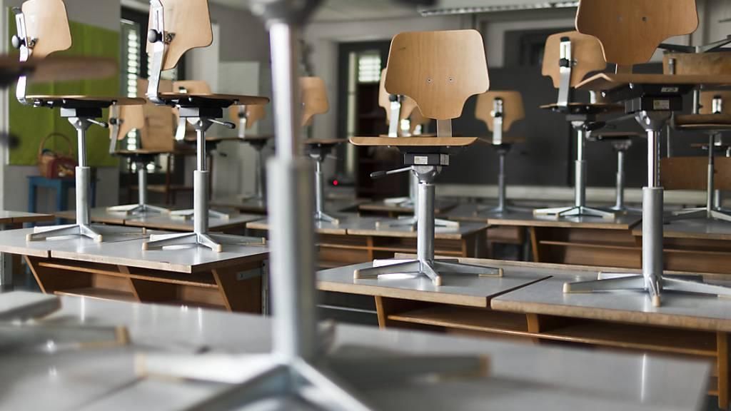 Kurz nach dem Beginn des neuen Schuljahres bleiben die Schulzimmer in Morschach SZ geschlossen. (Symbolbild)
