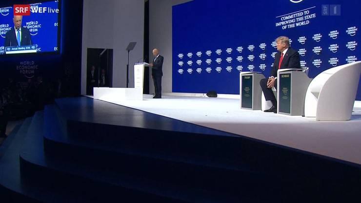 Trump bei seiner Rede im Forum