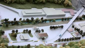Im Modell: Blick auf die Verzweigung beim Schmelzihof (vorne Mitte), die Umfahrung der Coop-Tankstelle und den Viadukt.