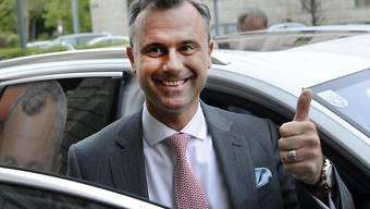 Norbert Hofer hat für die rechtspopulistische FPÖ einen überraschenden Wahlerfolg erreicht. Hofer liegt bei der Wahl des österreichischen Bundespräsidenten mit über 35 Prozent der Stimmen klar vor allen übrigen Bewerbern.