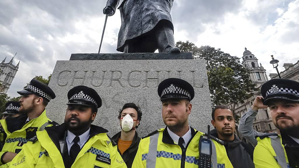Prozess um Statuensturz im britischen Bristol geht ans Strafgericht