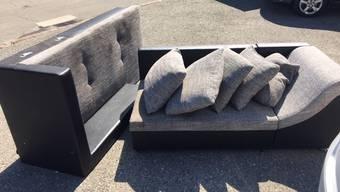 Diese Couch wurde illegal entsorgt.