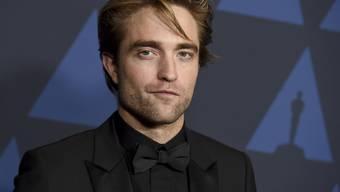 In der Neuverfilmung von Batman wird der britische Schauspieler Robert Pattinson in der Hauptrolle zu sehen sein. Regisseur Matt Reeves gewährte erste Einblicke. (Archivbild)