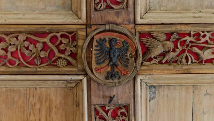 Detail einer Holzdecke im Altbau.