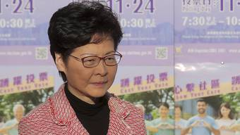"""Für Hongkongs Regierungschefin Carrie Lam zeigen viele Analysen des Wahlresultats, dass """"die Ergebnisse die Unzufriedenheit des Volkes über die gegenwärtige Situation und tiefsitzende Probleme in der Gesellschaft widerspiegeln"""". (Bild vom 24. November)"""