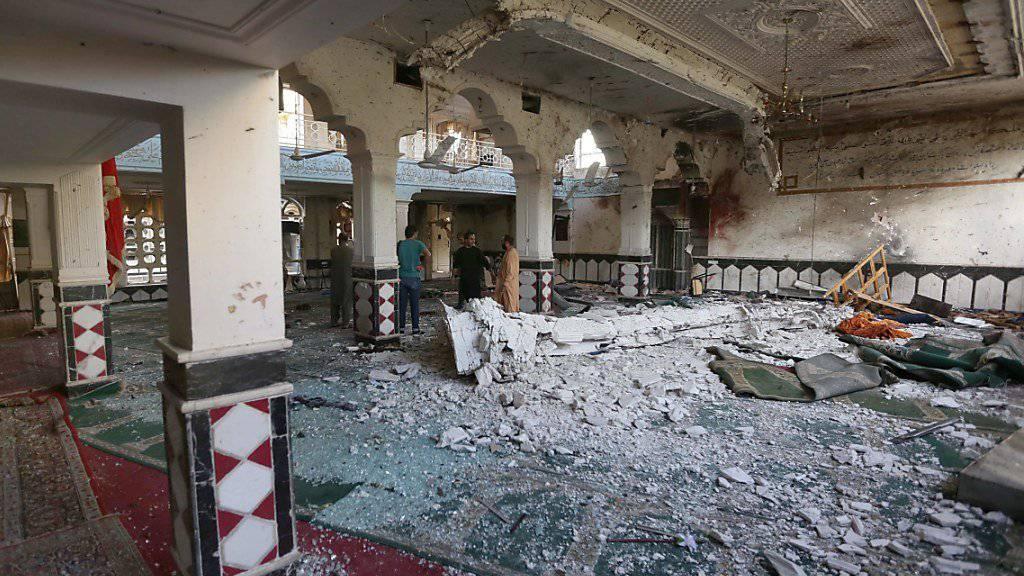 Eine bei einem Anschlag schwer beschädigte schiitische Moschee in Herat. Bei dem Anschlag waren Anfang August 29 Personen getötet worden. (Archiv)