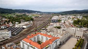 Der Siedlungsraum im Limmattal wächst immer mehr zusammen: Blick vom Dach des Limmattowers in Dietikon in Richtung Spreitenbach. Sandra Ardizzone