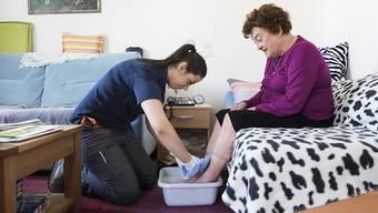 Vor allem im Pflegebereich wird gemäss UBS die Nachfrage nach Arbeitskräften steigen. (Symbolbild)