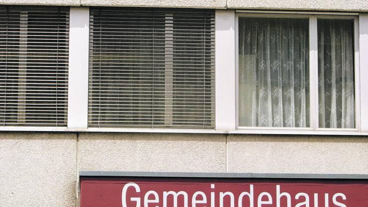 Renovieren: Die Fassade wird wärmetechnisch auf den neusten Stand gebracht. (Bild: Peter Gerber)
