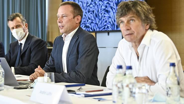 Philipp Hildebrand, Stefan Linder und Andre Lüthi von der Blausee AG informieren am Donnerstag über das mysteriöse Fischsterben im Betrieb.