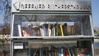 Nebem den Bücherschrank am Kreuzackerplatz gibt es nun auch einen in der Weststadt.